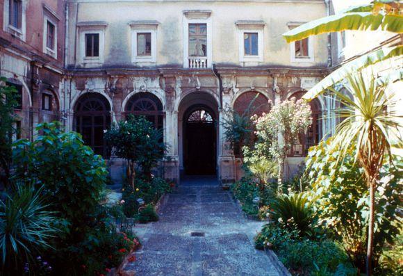 Chiostro della sede dell'Archivio di Stato di Catania (ex Convento di S. Caterina al Rosario) ©Archivio di Stato di Catania